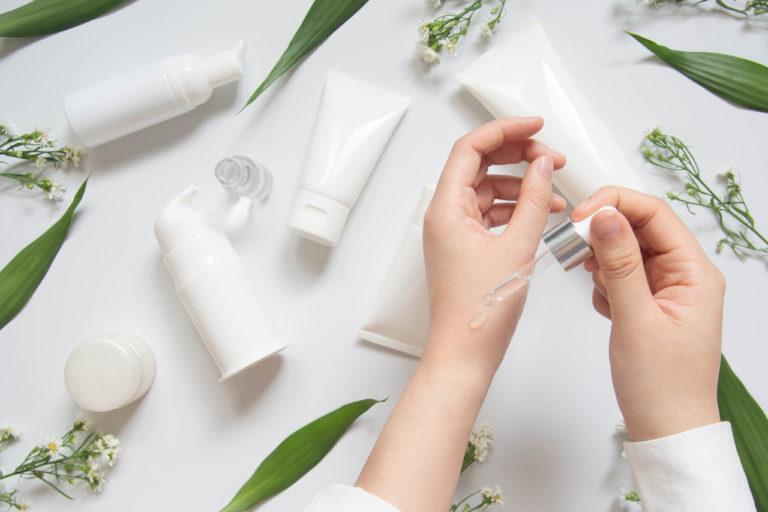 Dermatologist,Testing,Organic,Natural,Skincare,Products,(serum,,Essential,Oil,,Cream,