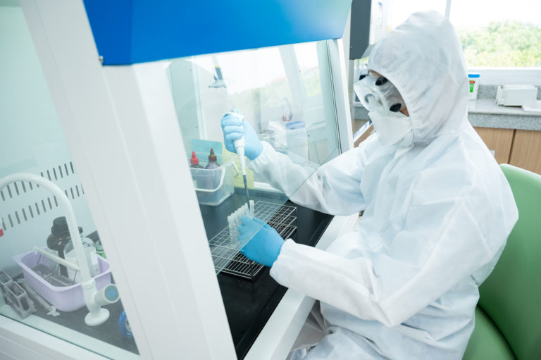 Selectve,Focus,Scientist,Wearing,Personal,Protection,Equipment(ppe),Making,Laboratory,In